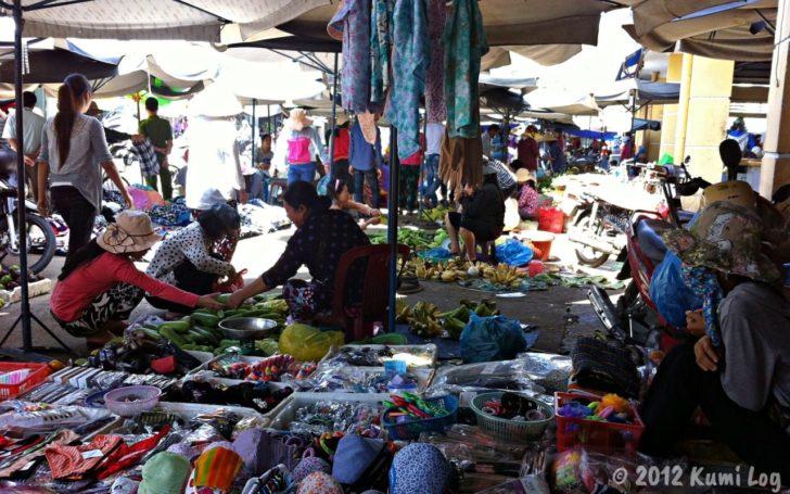 ニャチャンの市場の布もの売り場