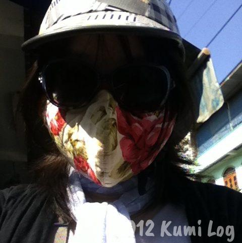ベトナム人風にサングラスとマスクをした私