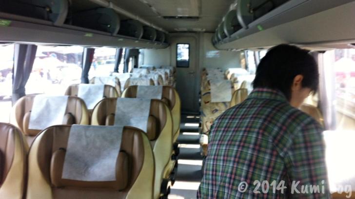 チェンコーンからチェンマイに向かうバスの中