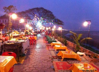 ビエンチャンの川べりのレストラン