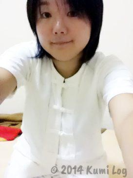 瞑想修行中の白装束