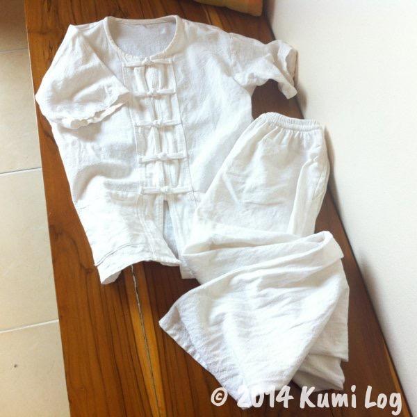 瞑想用の白い服