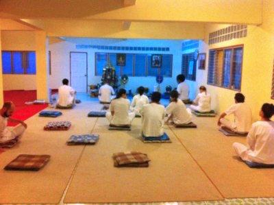 タイ・チェンマイのワット・ドイステープで瞑想(メディテーション)修行