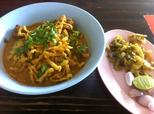 チェンマイ・カオソーイ(タイのココナッツカレーヌードル)