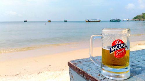 シアヌークビル・ビーチとビール