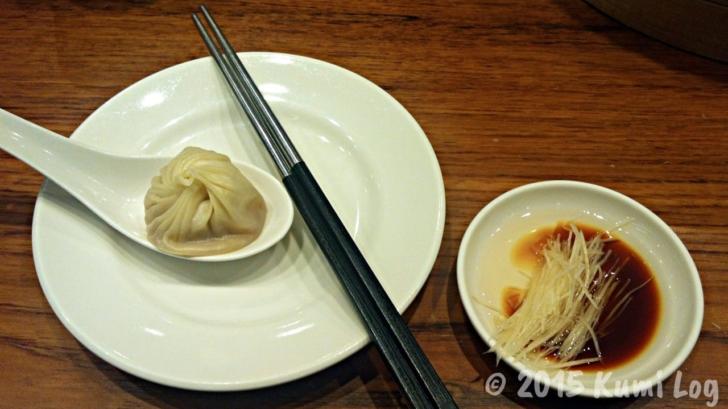 台北・鼎泰豐の小籠包とタレと生姜
