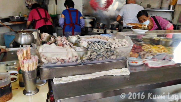 阿和肉燥飯の積まれた魚の皮