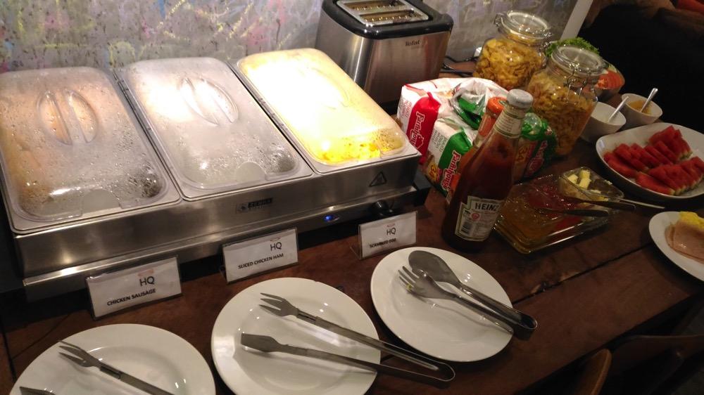 HQ Hostel Silom 朝食