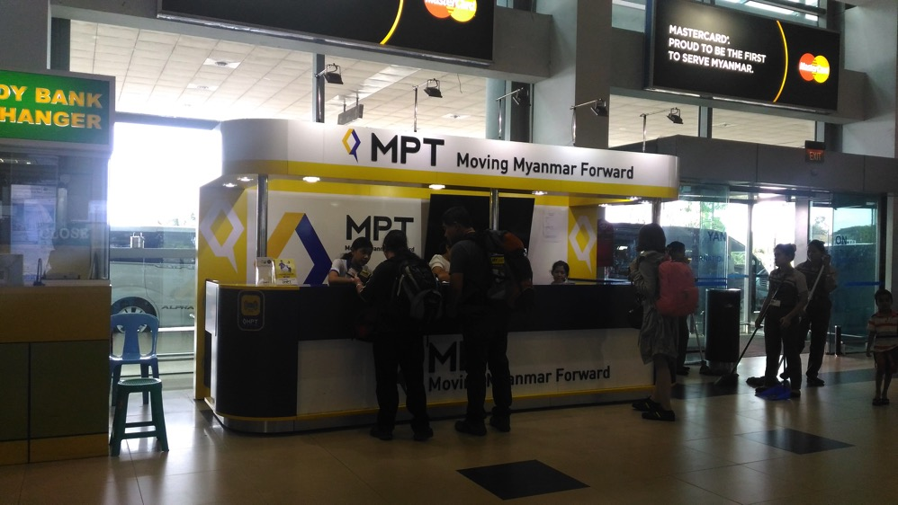 ミャンマー・ヤンゴン国際空港MPTブース