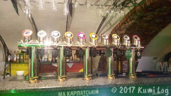 Rakhivビアパブ ドラフトビール注ぎ口