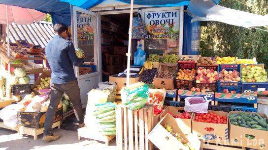 ウクライナの小さな街・ラホフ(Rakhiv)野菜売りマガジン