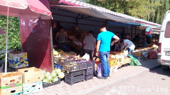 ウクライナの小さな街・ラホフ(Rakhiv)野菜のマーケット