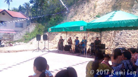 Carmen's Carenderiaライブバンド