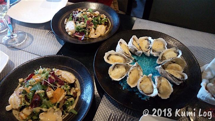 サラダとアラカルトの牡蠣