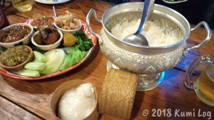 チェンマイ・Huen Muan Jai オードブルムアンとご飯