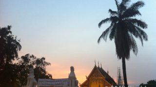 チェンマイ、お寺の夕日