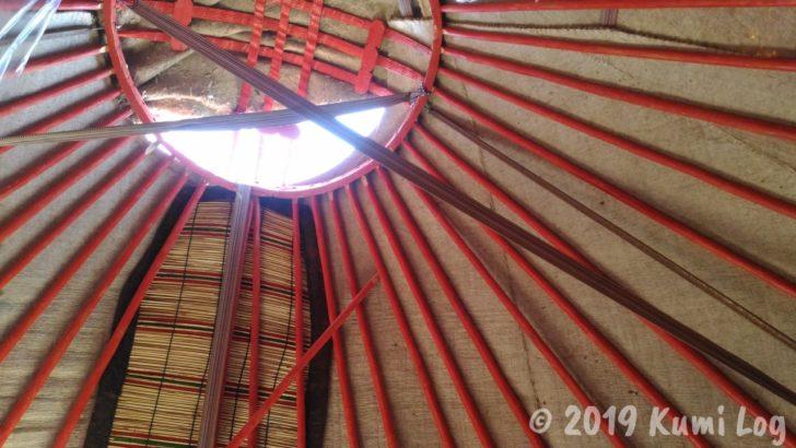 ユルタの天井を開けたところ
