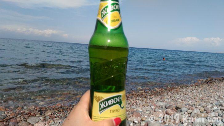 イシク・クル湖とビーチ