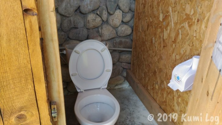 ベルタム・ユルタキャンプ、トイレ