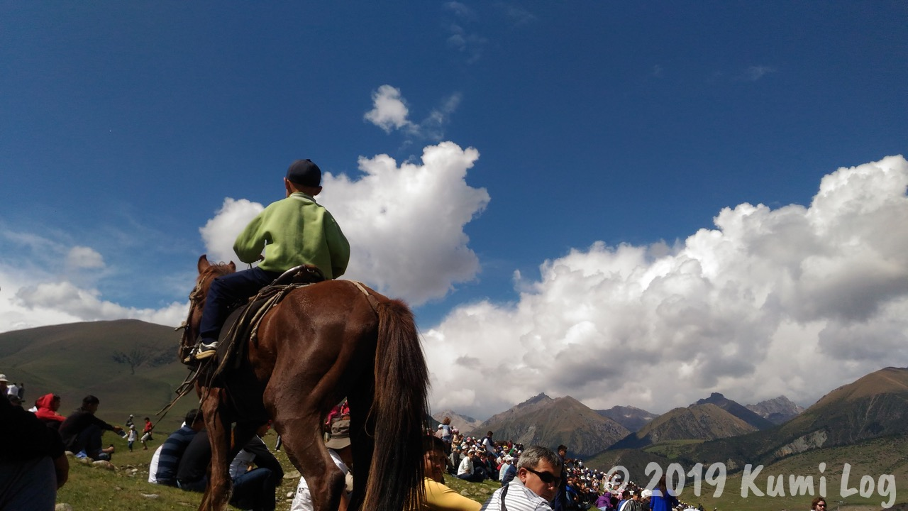 馬に乗る少年