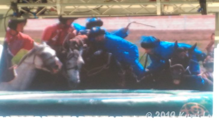 キルギス、羊を投げ入れる競技、ゴール前の接戦