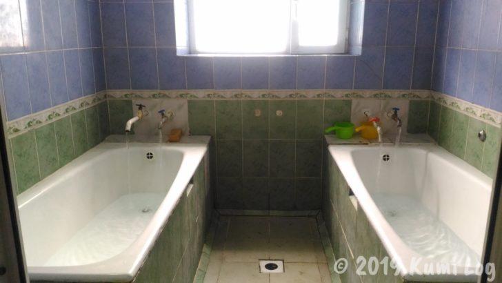 2つ並んだ浴槽