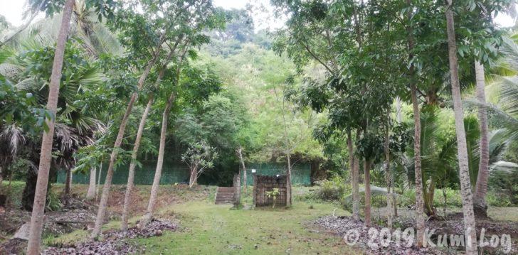ワット・スワンモック 瞑想施設の温泉へ向かう道