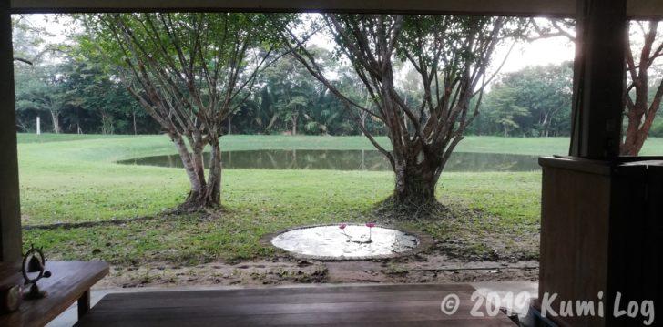 ワット・スワンモック瞑想施設、小さめホールの池