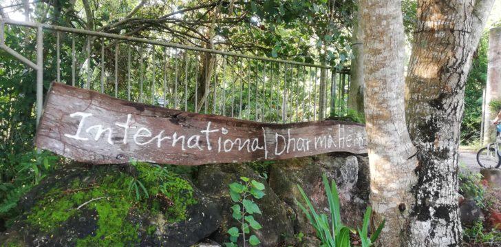 ワット・スワンモック瞑想施設の看板