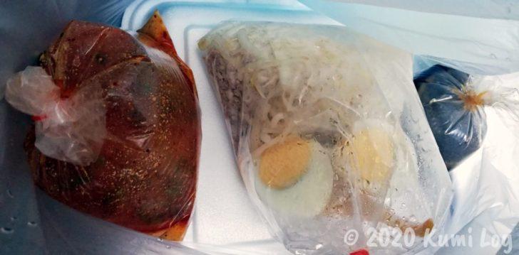 FoodPandaで頼んだカオカームーとトムヤムヌードル