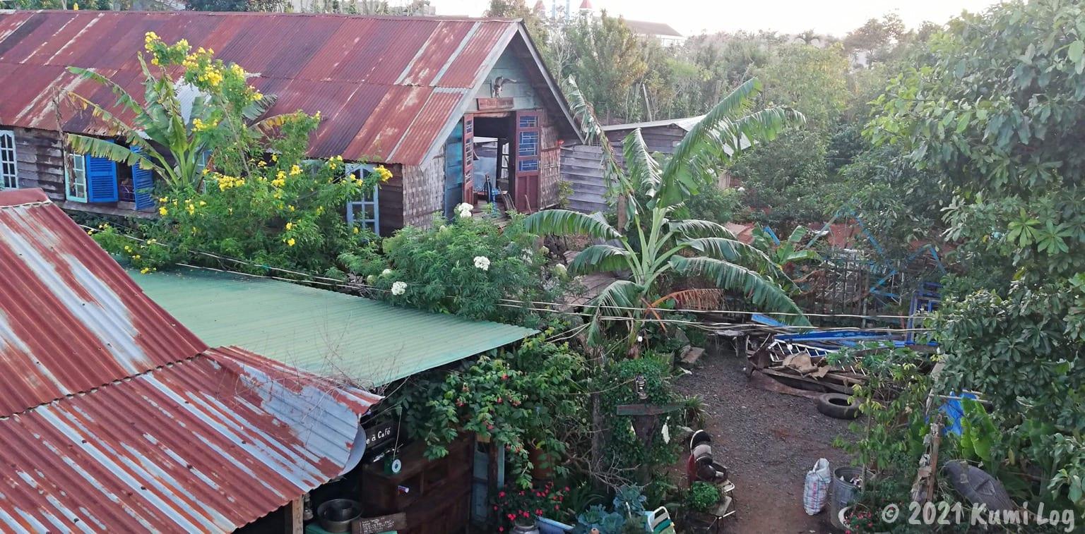 Montagnards Home Farmの屋上から敷地を見たところ